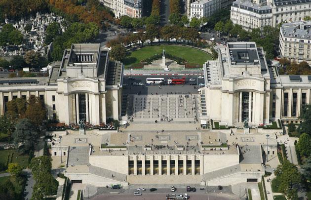 Palais-de-Chaillot-et-esplanade-du-Trocadéro-Vue-du-ciel-_-630x405-_-©-Fotolia-fovivafoto