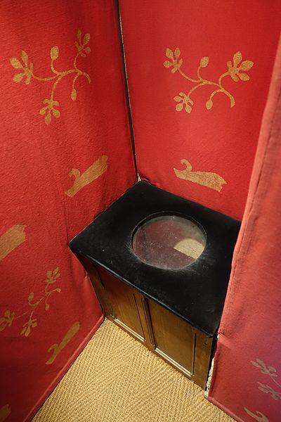 Toilet_@_Tour_de_Jean_sans_Peur_@_Paris_(31999330114)