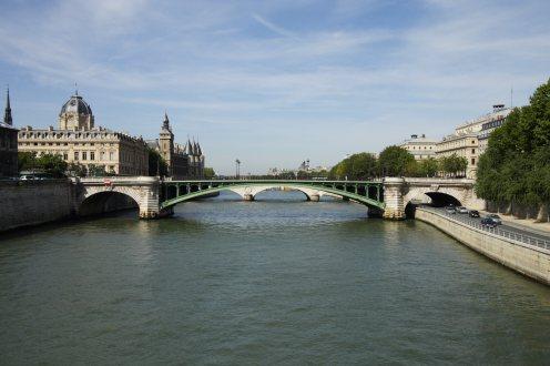 Pont_Notre-Dame_Paris_FRA_001